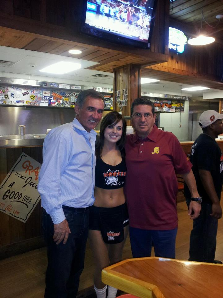 Mike Shanahan, Daniel Snyder at Hooters