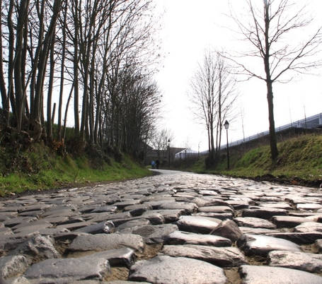 Oude_kwaremont_stones_medium