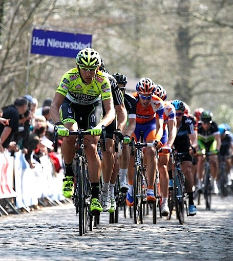 Pozzato_pulls_on_kemmelberg_medium