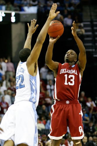 Willie-warren-13-of-the-oklahoma-sooners-shoots-the-ball-over-wayne-ellington_medium