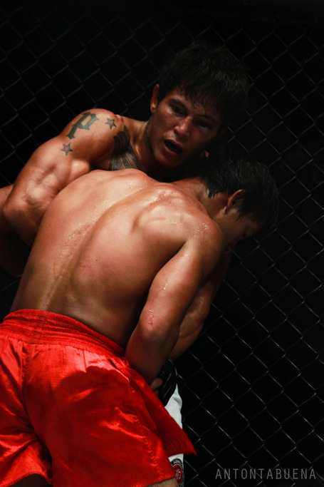 One_fc_laursen_folayang_medium