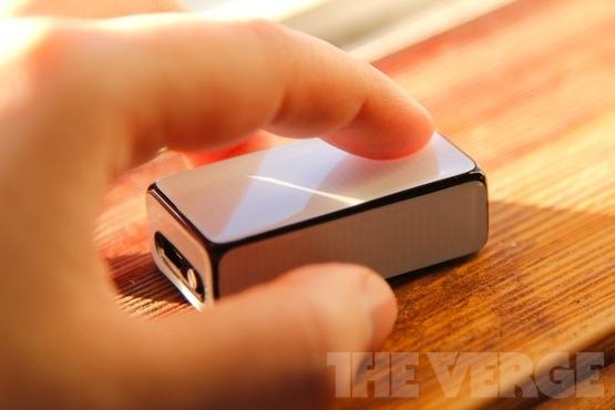 Logitech-cube-mouse-555
