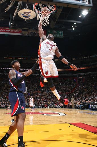 Wade_dunk_over_smith_game_3_medium