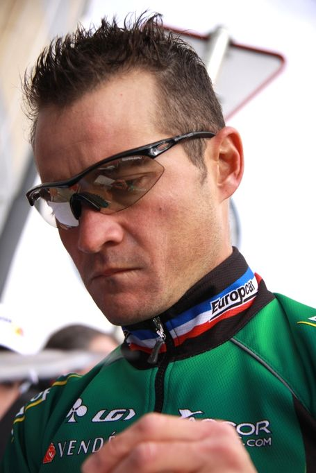 Voeckler_sign_in_medium