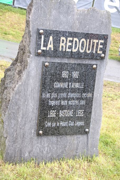 Redoute_monument_medium