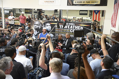 Mayweatherprepares4cotto_hoganphotos_medium