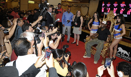 Mayweatherlvarrival4cotto_hoganphotos_medium