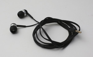 Laura_headphones