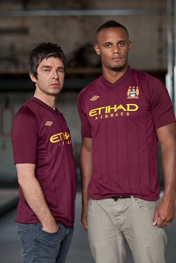 Noelgallagher_vincentkompany_umbro_kevincummins_away__medium
