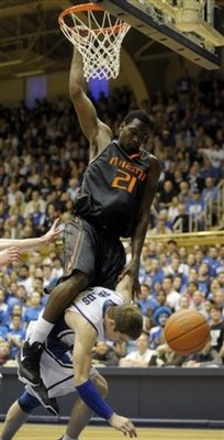 Dwayne_collins_dunks_on_greg_paulus_medium