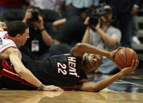 122-heat_hawks_basketball_02