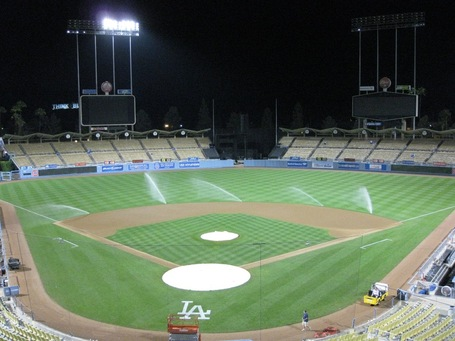 Dodger_stadium_empty_at_night_medium