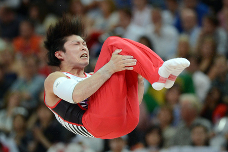 Kohei_uchimura_-_japan_-_parallel_bars_medium