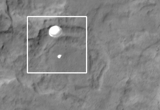 Curiosity_on_parachute