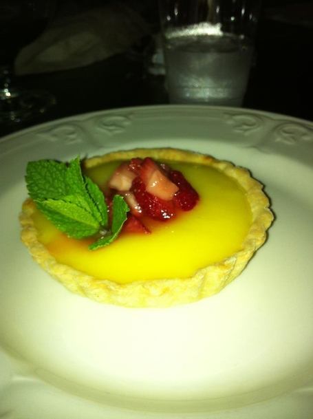 Lemon_tart_with_mint_medium
