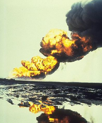 Oil_field_fire_medium