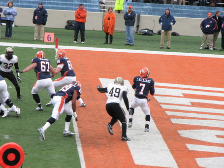 Juice_williams-illinois_qb-sack_medium