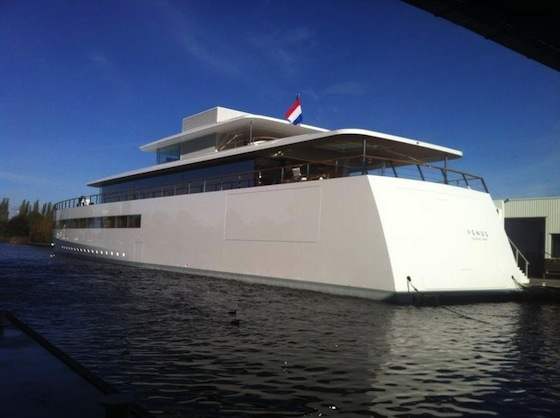 Steve_jobs_yacht_back