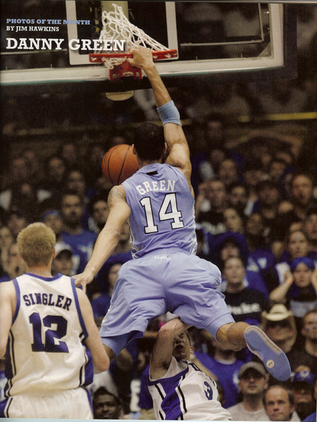 Danny_green_dunking_on_greg_paulus_medium