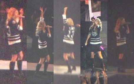 Taylor Swift in Nashville Predators 3rd jersey