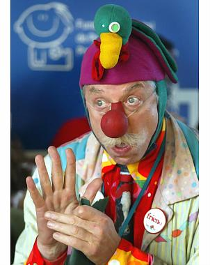 Patch_adams_clown_01_medium