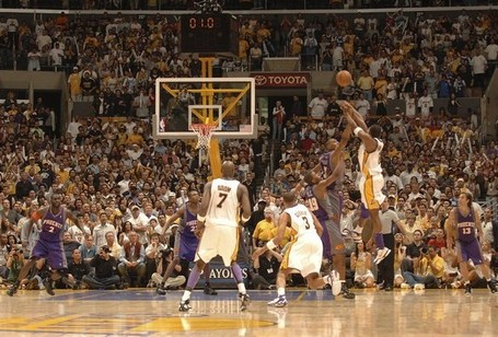Kobe_game-winner_medium
