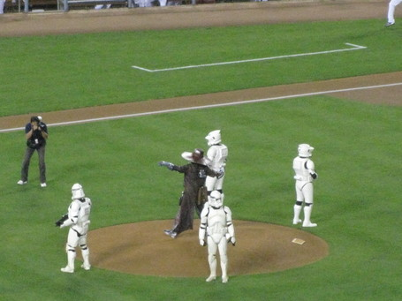 Star_wars_first_pitch_medium
