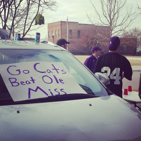 Northwestern tailgaters confuse Gator Bowl opponent Mississippi St. with Ole Miss.
