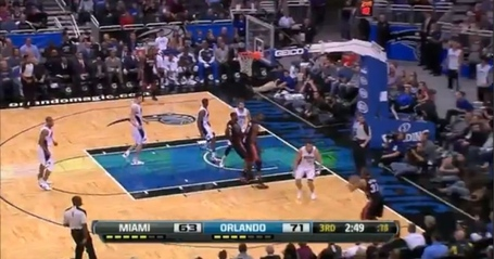 Vucevic_rebound_1_medium
