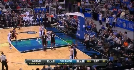 Vucevic_rebound_2_medium