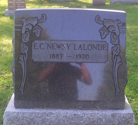 Newsy_grave_5_medium