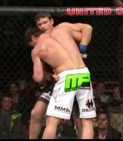 Bisping_keeps_hips_away_medium