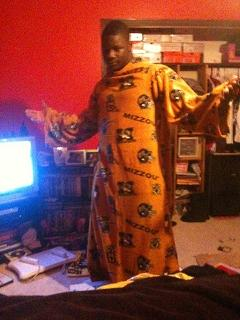 Sean Weatherspoon Keeping it Real in his Snuggie