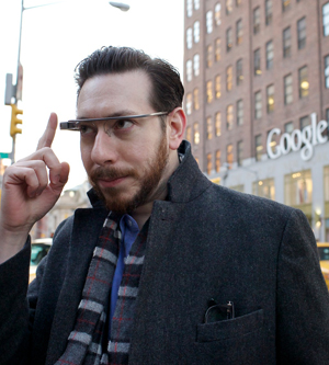 glass 300 use Google Glass, Joshua Topolsky li prova a NY