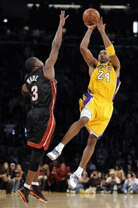 71525_aptopix_heat_lakers_basketball_medium