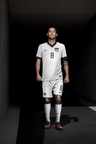 Clintdempsey_nikefootball_usa_centennial_large_medium