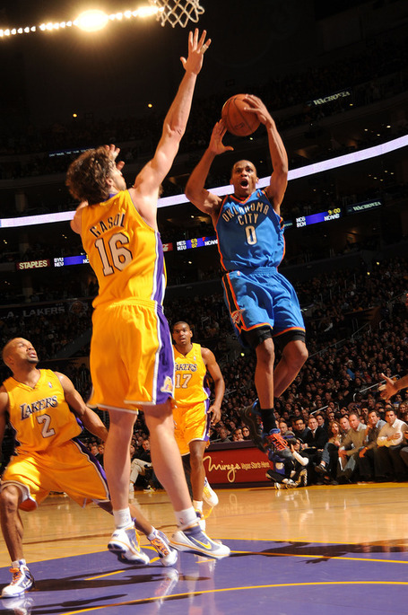 E8209f2ccf74ff269341612c77a8f3a3-getty-90042385ab017_okc_lakers_medium