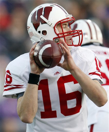 38914_wisconsin_northwestern_football_medium