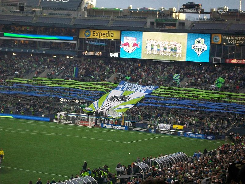800px-seattle_sounders_game_qwest