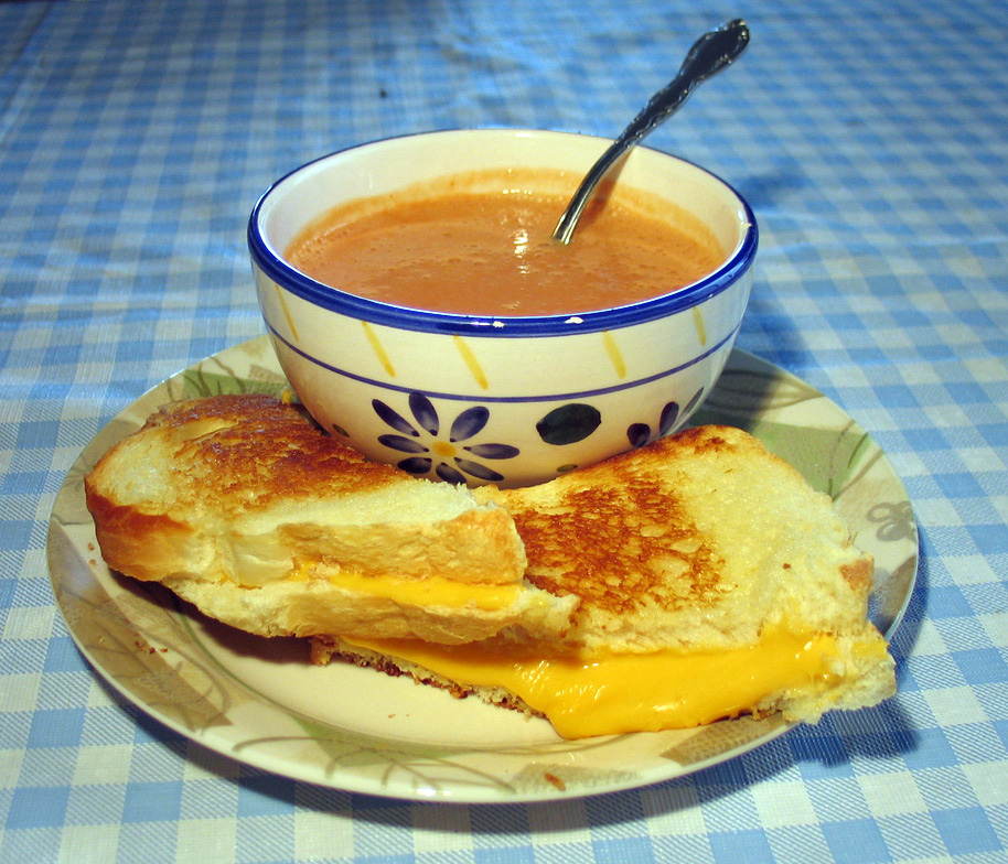 Grilled_cheese_with_soup