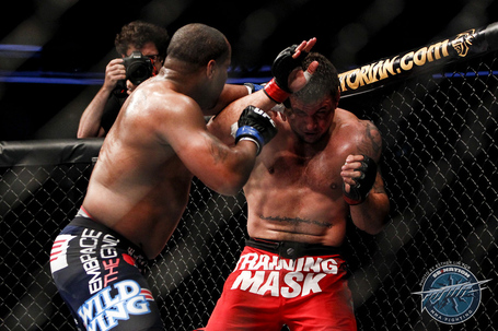 101_frank_mir_vs_daniel_cormier_medium