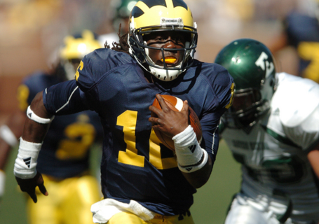 What_does_michigan_do_with_denard_robinson_in_2010__medium