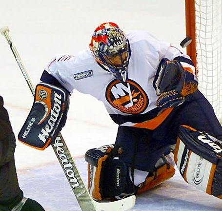 Luongo_islanders_medium