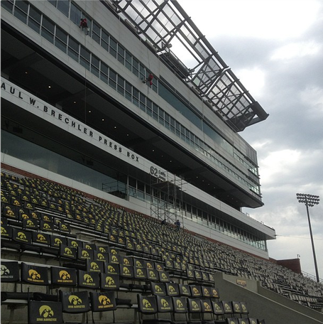 Kinnick_wall_of_honor_medium