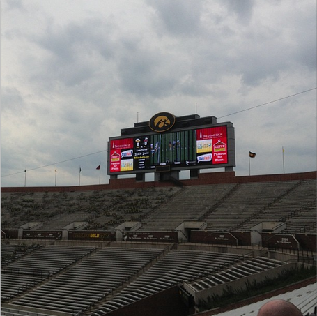 Kinnick_south_scoreboard_2_medium