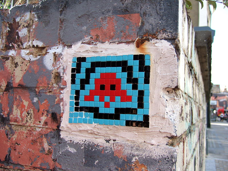 800px-space_invader_-_2007_-_shoreditch_-_1