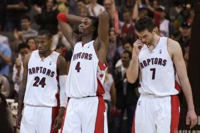Toronto_raptors_sonny_weems__l___chris_bosh__c__and_andrea_bargnani__r__leave_the_floor_medium