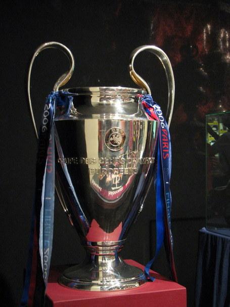 Champions_league_trophy_medium