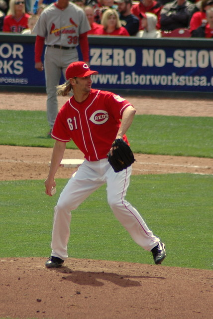 Bronson_arroyo_pitching_medium