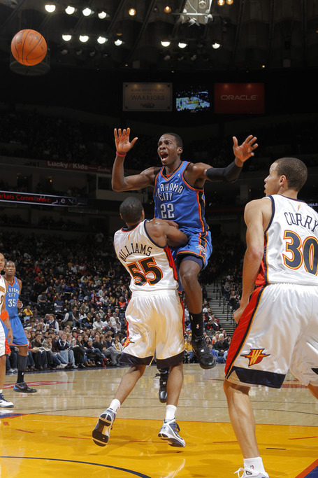 Jeff_green__22_of_the_oklahoma_city_thunder_charges_medium